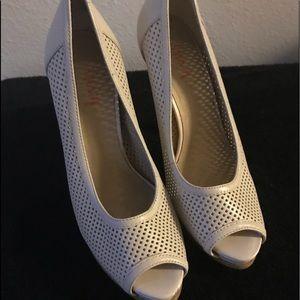 Shoes - Open toe pumps
